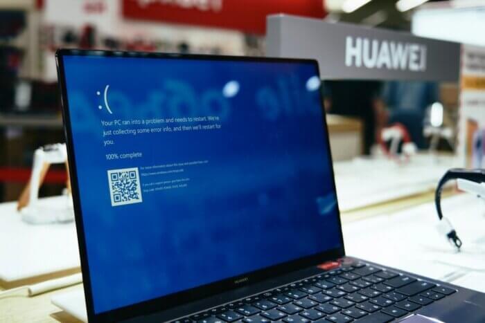 Синій екран ноутбука.